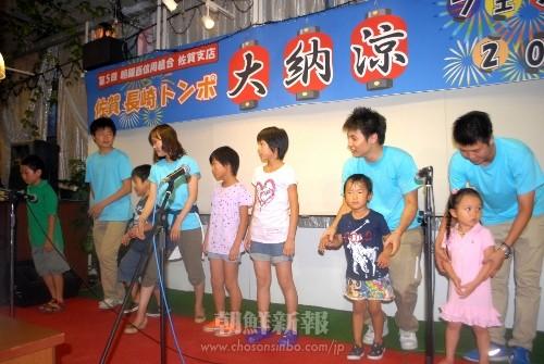佐賀県土曜児童教室の生徒たちも歌を披露した