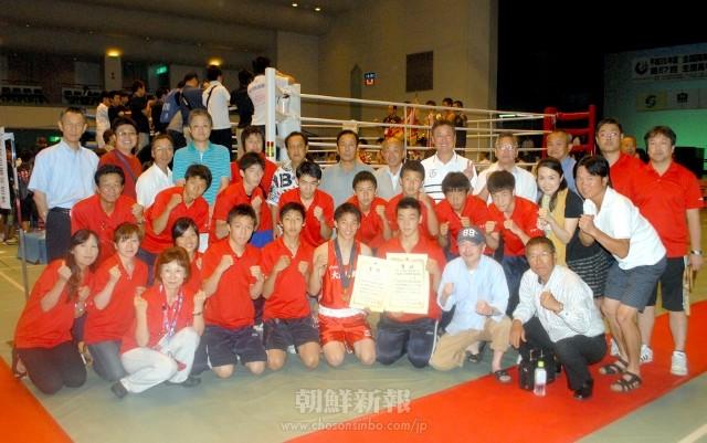 大阪朝高ボクシング部員と応援に駆けつけた同胞ら