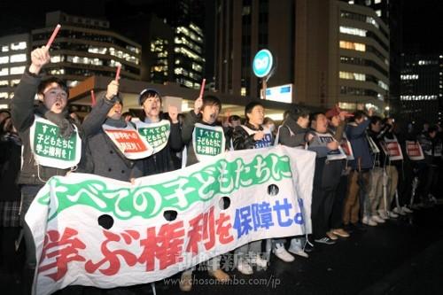 「金曜行動」の参加者たちは、差別撤廃を訴え声を上げ続けた。