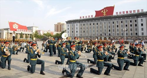 ロシア国防省中央軍楽隊、朝鮮人民軍軍楽団、朝鮮人民内務軍女性吹奏楽団の合... ロシア国防省中央