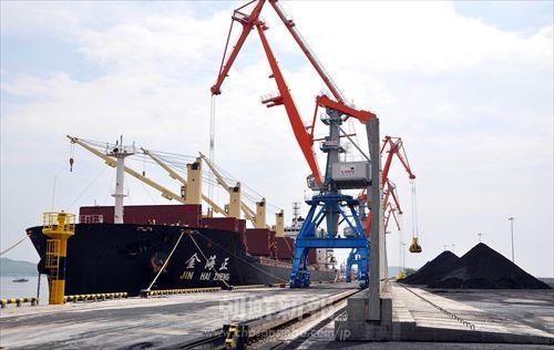 羅先経済貿易地帯の羅津港に新たに建設された3号埠頭。国際的な物流拠点として注目される(朝鮮中央通信=朝鮮通信)