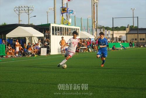 FCコリア(白)対矢崎バレンテの試合の様子
