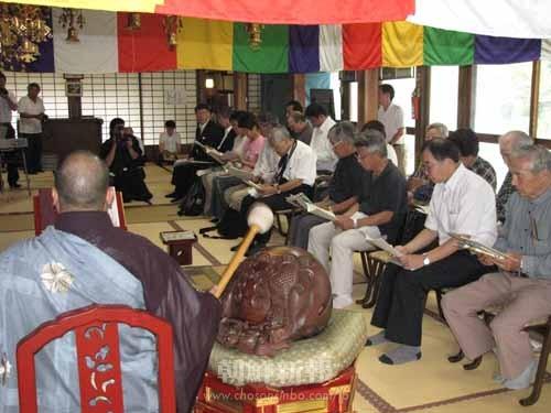 常泉寺(本堂)で行われた追悼式の様子