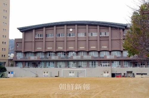 1997年3月に竣工した現校舎の全景