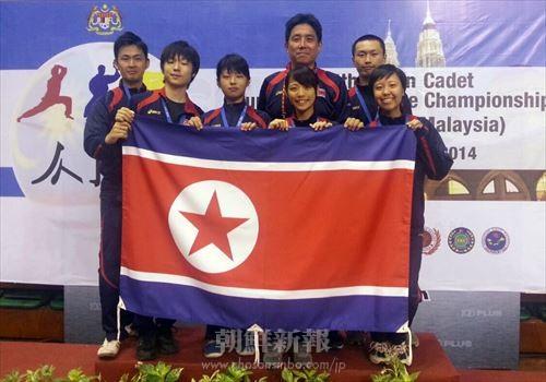 昨年8月のアジア空手道選手権に出場した朝鮮委任代表団(前列最右が千寿京さん、提供=同代表団)