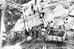 水豊ダム建設現場に駆り出された朝鮮人労働者