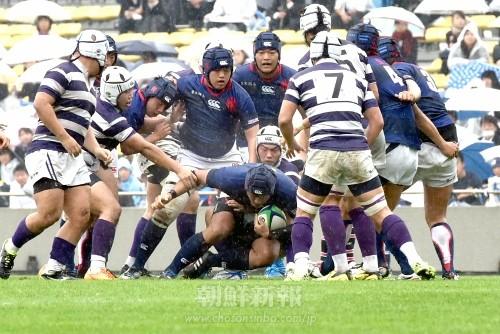 力強く前進する東京朝高の選手たち