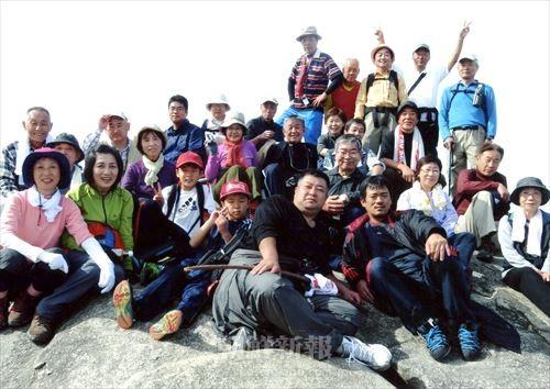 大阪同胞登山協会が主催する登山会の参加者たち