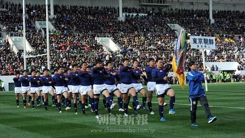 第95回全国高等学校ラグビーフットボール大会の開会式で凛々しく行進する東京朝高ラグビー部