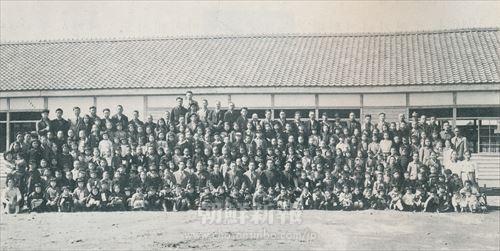 横浜朝聯中央小学校 入学記念(1949年4月15日)