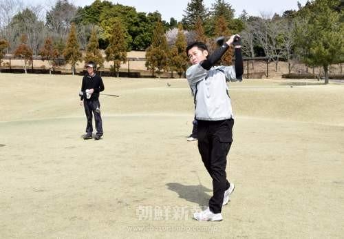 晴れ渡る空の下、ゴルフを楽しんだ参加者たち