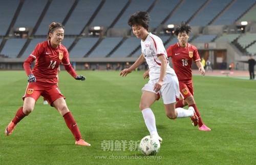 果敢に攻める朝鮮代表(写真:盧琴順)