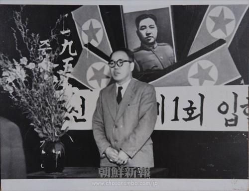 第1回入学式で祝賀のあいさつを述べる韓徳銖学長(56年4月10日)