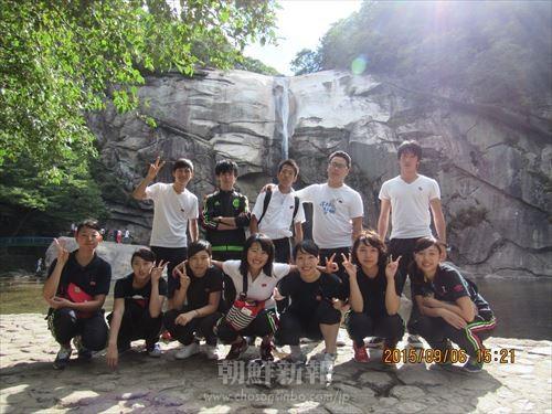 朴淵瀑布で記念撮影