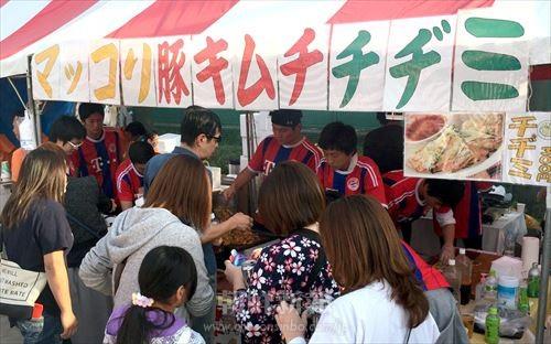 板橋区民まつりに、朝青東京・板橋支部が朝鮮料理の売店を出した