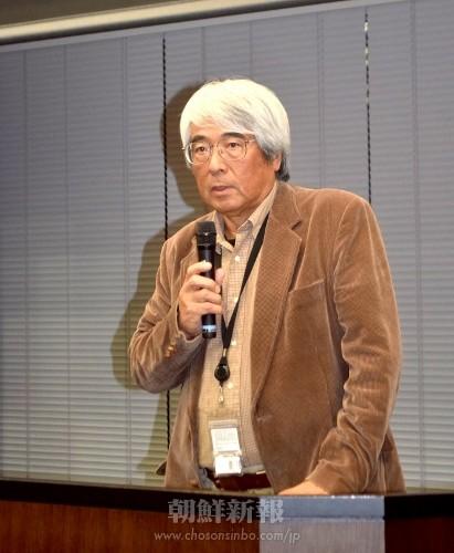 試写会で映画について語る藤本幸久共同監督