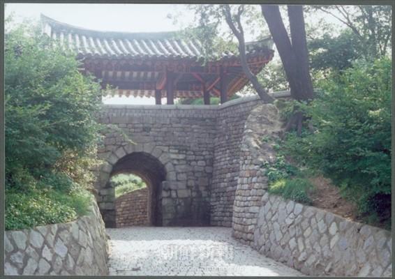 平壌城玄武門(船着き場付近)