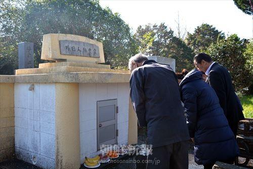 同胞たちは「外国人納骨堂」で黙祷した