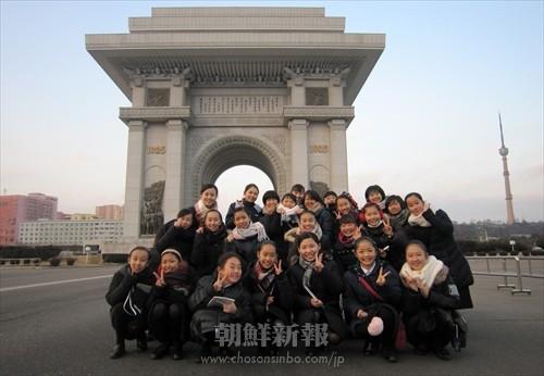 凱旋門の前で記念写真
