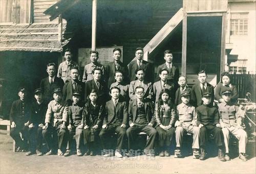 1949年3月に卒業した中級部第1期生(当時の学校名は西播朝鮮中学校、西播初中提供)
