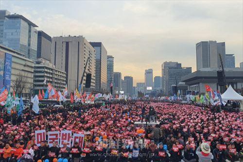 2019全国民衆大会、キャンドル革命から3年/ソウルで2万人がデモ