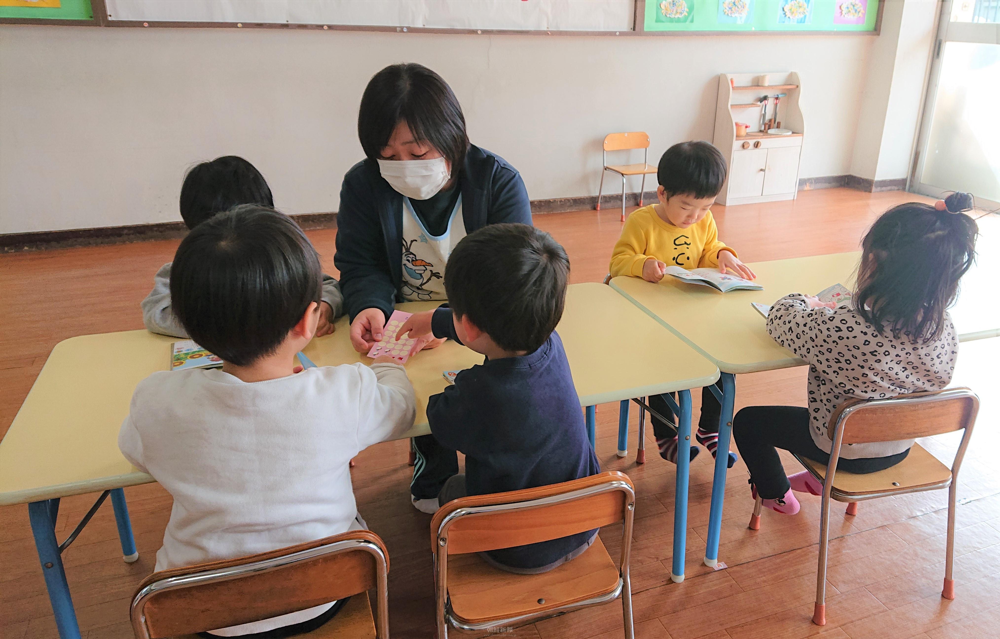各地の朝鮮幼稚班教員らが保育士資格を取得/子どもたちの明るい未来のために