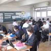 〈教室で〉東大阪中級 中1英語担当・金貞愛教員