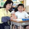 〈教室で〉東京第6初級 1年担任・李洙連先生