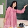 〈教室で〉群馬初中 初級部3年担任・司空淑先生