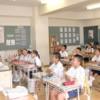 〈教室で〉東京第9初級 5年社会・康成天教員