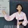 〈教室で〉川崎初級 1年担任・梁清姫先生