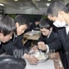 〈教室で〉東京中高 中級部 家庭・崔誠圭先生