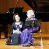 南大阪初級チャリティーコンサート、92歳の歌声で高らかに