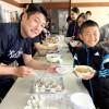 「特製うどん」にご満悦/福岡地域青商会が福岡初級で給食