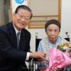 総聯中央が100歳長寿同胞を祝う/許宗萬議長、東京在住の同胞女性を訪問
