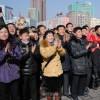 人工衛星打ち上げ成功に歓喜する平壌市民たち