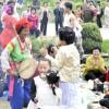 〈ピョンヤン笑顔の瞬間 87〉チャンダンに乗り名節を祝う市民たち
