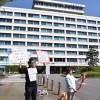 朝鮮学校の子どもたちの盾になる/千葉初中の補助金凍結・日本の有志ら市役所庁舎前で抗議