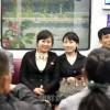 〈ピョンヤン笑顔の瞬間 108〉乗客たちのこぼれる笑顔