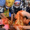 「辛くて美味しい」/伊丹初級でキムチ作り体験