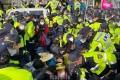 THAAD基地に工事機材搬入/警察が住民を強制解散