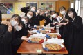 東京中高に全生徒、教員ら500人分の無料ピザ