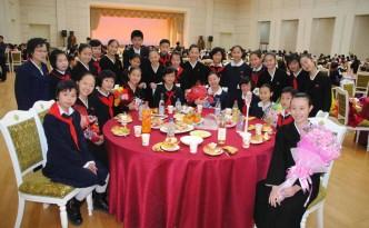 조국의 련계학교와의 련환모임에 참가한 재일조선학생소년예술단