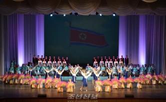 학생소년들의 설맞이공연 《해님의 축복》이 10일 만경대학생소년궁전에서 진행되였다.(조선중앙통신)