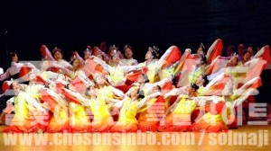 설맞이공연 《영원한 해님의 나라》의 한 장면(조선중앙통신)