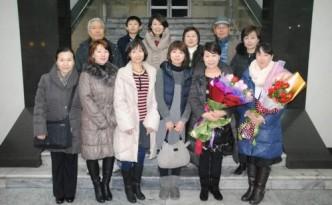 동포학부모관람단이 29일 평양에 도착하였다.