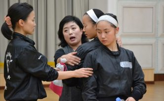 인민문화궁전에서 훈련하는 재일조선학생소년예술단