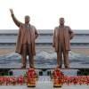 김일성주석님과 김정일장군님의 동상 만수대언덕에 건립