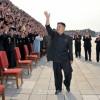 김정은최고사령관께서 만수대창작사 일군들과 창작가들, 종업원들과 함께 기념사진을 찍으시였다