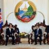 김영남위원장, 라오스정부수상과 주석들과 담화